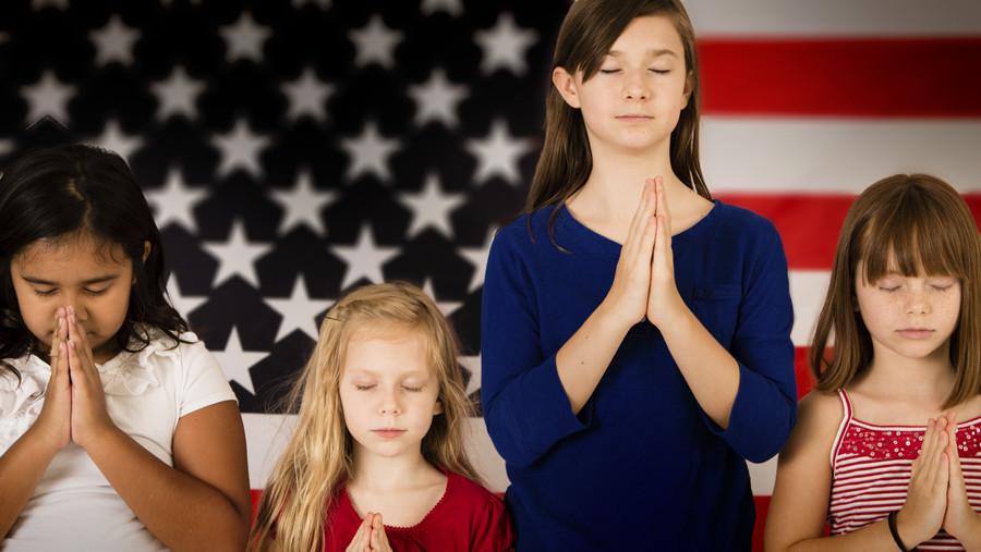 Children Praying American Flag - 900