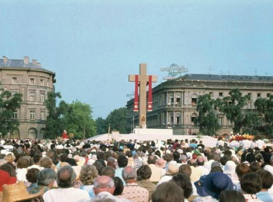 John Paul II at Mass in Victory Square in Warsaw, Poland 1979 - Wikimedia Commons
