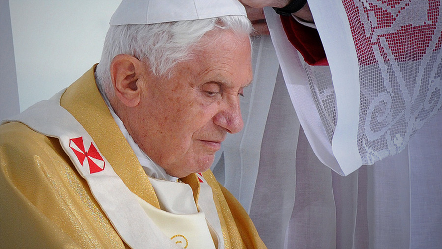 did pope benedict abandon his post last testament explains why he
