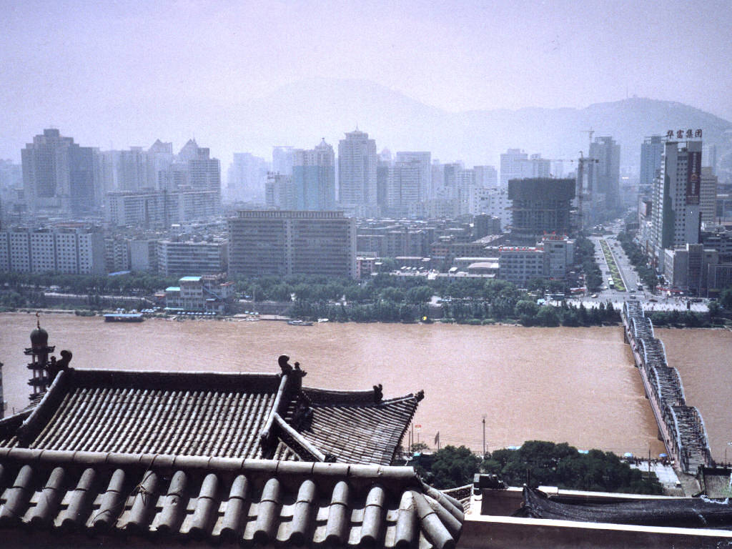 Downtown Lanzhou seen from across the Yellow River (Wikimedia/Thomas Kraus)