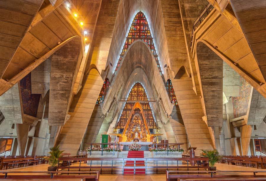 interior-basilica-de-higuey